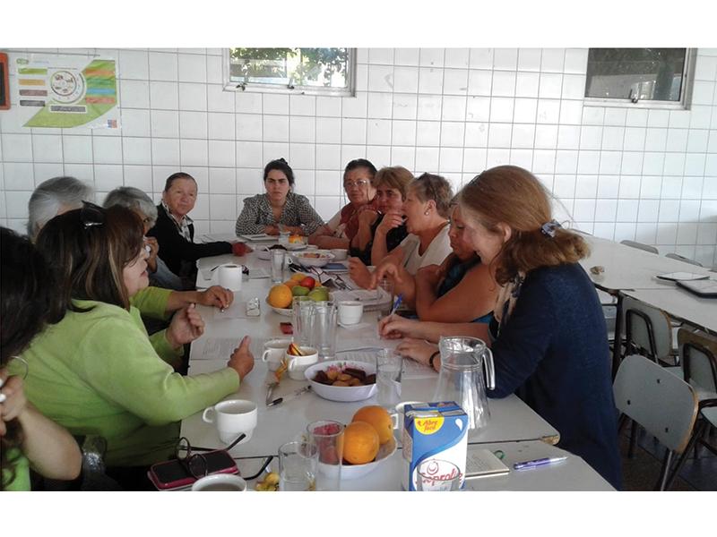 Mujeres compartiendo sus reflexiones en Focus Group de la Comuna de El Bosque. Fuente: Laboratorio de Cambio Social